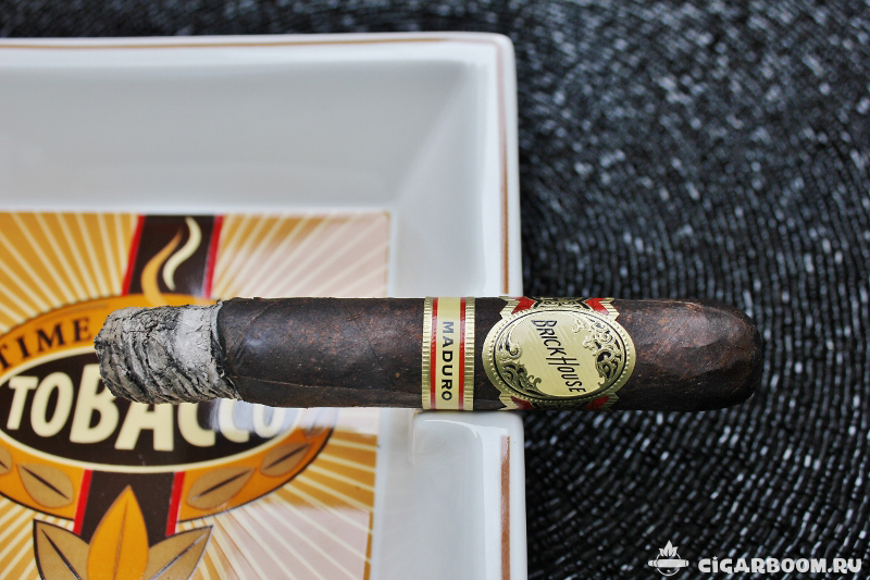 Brick House Maduro Robusto_3